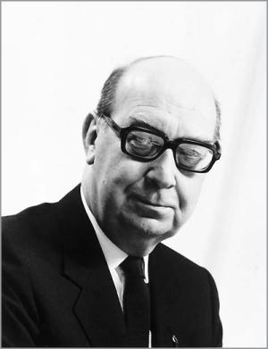 techniques used in the poem here by philip larkin 'here' philip larkin critical analysis 'here' is a sprawling, moving and  often majestic poem that takes the reader on a strikingly visual.