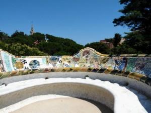 Die kronkelbank van Gaudi om die Griekse teater in Parc Guell, Barcelona (2010).