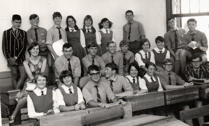 Mej Opperman en haar st 9-klas in Vredendal. 1968