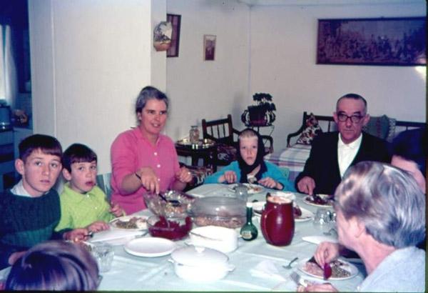 Die gesin Odendaal aan tafel. Bernard sit links. 1961