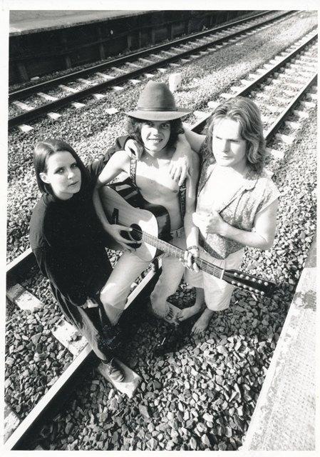 Op die treinspoor saam met Hannelie Booyens en Willem van Biljon, woonstelmaats in 1991, Hatfield, Pretoria.