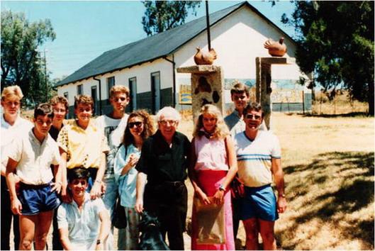 Greykollege, Kultuurklub. 'n Besoek aan die skilder Frans Claerhout [in swart] op Tweespruit, 1987. Bernard staan regs.
