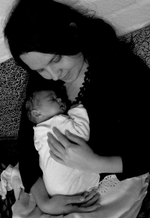 Carina, 30 jr oud, en klein Aden drie weke oud.