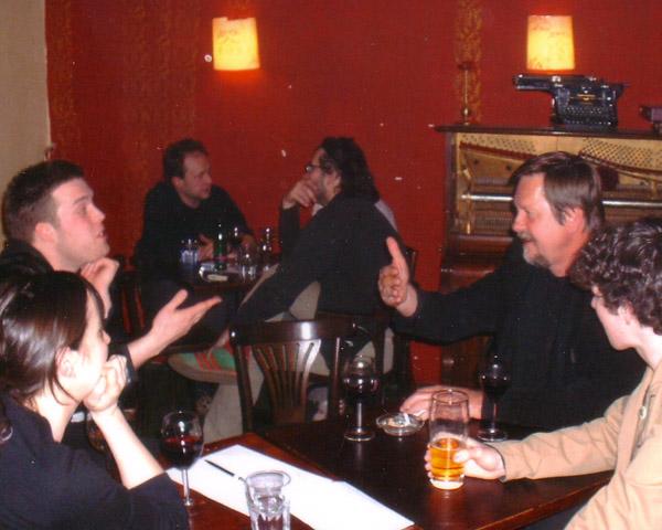 In Praag 2008 tydens 'n poësievoorlesing. Louis sit regs