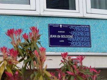 In Brussel leef die twee tale, Frans en Vlaams, langs mekaar op straat.