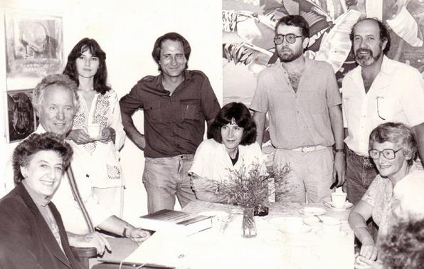 Personeel by Kunsdept. US 1985. Marlise links agter. Timo Smuts langsaan en Ingrid Winterbach sit voor in die middel.