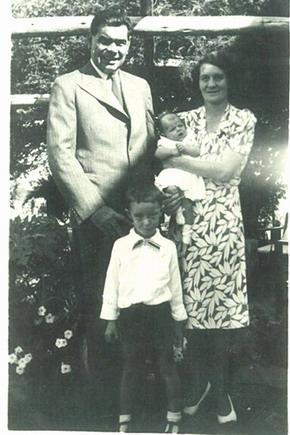 Pa Pierre, Ma Lucy, baba Melanie en broer Pierre. Warmbad (Bela-Bela)