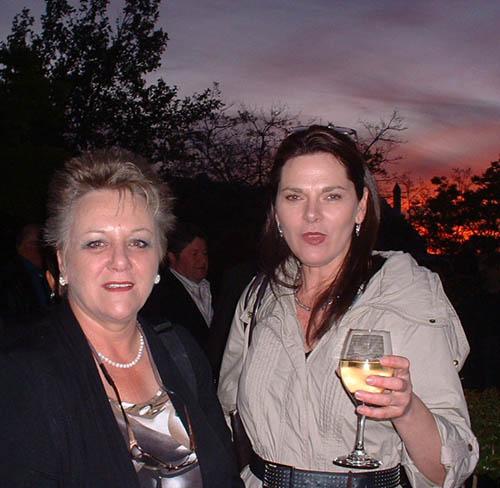 Christel Foord van Protea Boekhuis & vriendin