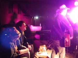 Ingrid Dronker en NP van Lykskou kyk hoe Dotius sing