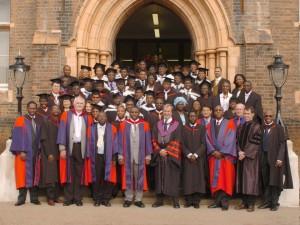 South London Christian College: Meyer, vyfde van regs as akademiese dekaan in 2006 tydens 'n gradeplegtigheid.