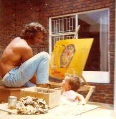 Aan't skilder. Meyer saam met dogter, Jacqui in 1975.