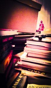 Stillewe met Boeddha & boeke.