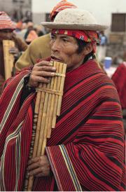 n Inka-afstammeling met sy sampaña fluit